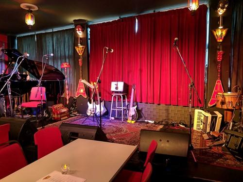 Sirenes Lounge and Piano Bar image