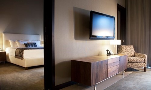 TWO-BAY HOTEL SUITE image
