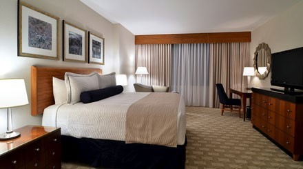Deluxe King Cove Suite Room At Mohegan Sun