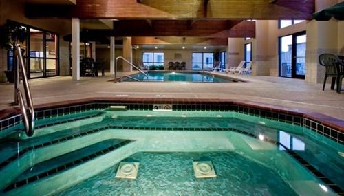 suites rooms at ameristar casino hotel council bluffs. Black Bedroom Furniture Sets. Home Design Ideas