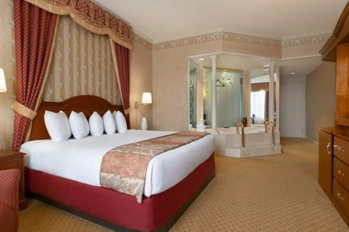 Deluxe King Luxury Suite Room At Tunica Roadhouse Casino and Hotel