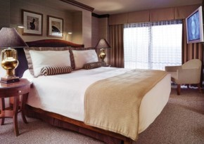 Deluxe King Spa Suite Room At Ameristar Casino Hotel - Kansas City
