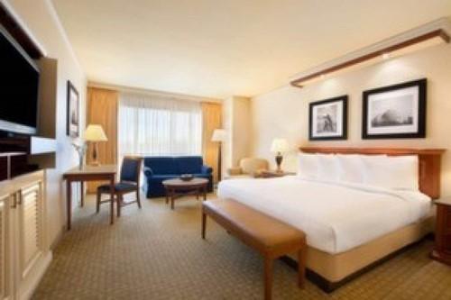 Premium Room At Harrah's North Kansas City Casino & Hotel