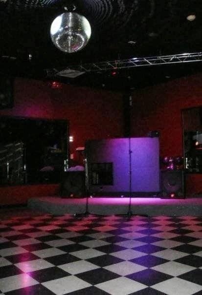 E & J Reyes Mabuhay Lounge
