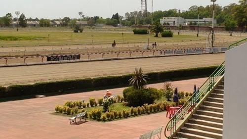 Hipodromo de la Plata image
