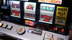 Double Diamond Multiplay slot machine